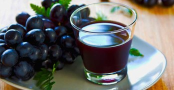 What Are The Healthful Benefits Of Drinking Grape Juice?